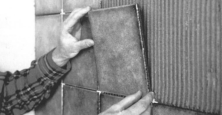 Как выложить стены керамической плиткой