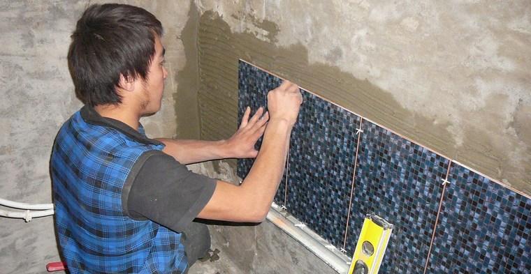 Как подобрать клей для укладки плитки?