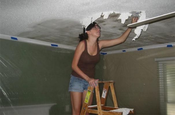 Убираем пятна на потолке